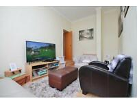 1 bedroom flat in Gate House, Westferry Road, E14