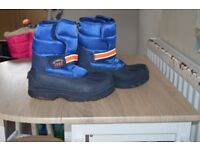 Boys NEXT snowboots £5