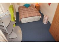 GOOD DOUBLE AVAILBLE IN LOVELY ITALIAN HOME WITH BIG LIVING ROOM ,