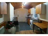 8 bed house, Wellington Rd. Fully furnished, large rooms close to all amenaties, transport,uni,city
