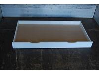 Big White Underbed drawer / underbed storage / on wheals