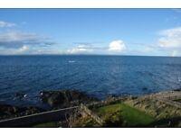Fab double room in beachside house near Edinburgh for short term summer lets. Flexible rates..