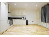 **FANTASTIC 2 BED APARTMENT ON WHITECHAPEL ROAD. QUICK FIRE LET!!**
