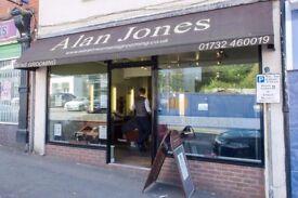 Alan Jones Mens Grooming of Sevenoaks requires a full time barber. 5 years minium experience