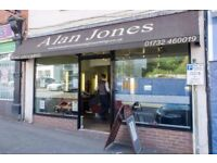 Alan Jones Mens Grooming of Sevenoaks requires a full time barber. 5 years minium experience