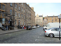 Meadows/Tollcross. Central first floor flat in Lauriston street. Available now.