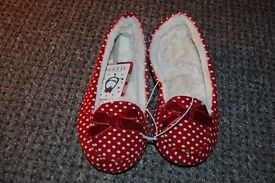 2 PAIRS OF LADIES IN DOOR SHOES. 5/6 UK. COLLECTION FROM WHITBY. RRP £14.50 EACH IN THE SHOPS.