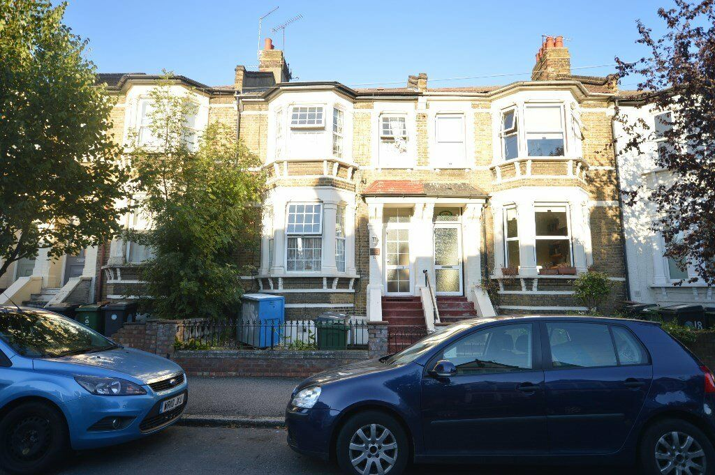 Spacious 3 bed first floor flat in Walthamstow on West Avenue Road