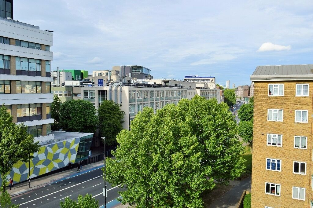 STUNNING 3 DOUBLE BEDROOM APARTMENT MOMENTS FROM QUEEN MARY UNIVERSITY, E1