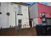 2 bed ground floor flat no deposit walking distance to city centre Suit working people