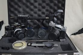 Collectors camera set of 35 mm non digital cameras including carry case.