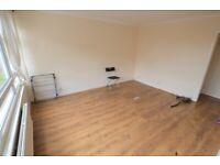 >> TOWN HOUSE WITH A GARAGE ! << 3 DOUBLE BEDROOMS + 2 BATHROOMS & PRIVATE GARDEN >> AVAILABE N0W
