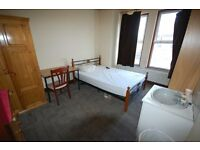 Furnished double room on 1st floor of a quiet, clean, professional house close to tube & high rd.