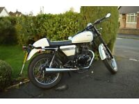 Sinnis Cafe Racer 125cc Motorbike, Blue White, learner legal, good as new