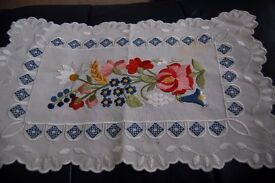 9 VINTAGE LINEN AND COTTON TRAY CLOTHS