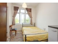 Looking for a SINGLE room in CLAPHAM SOUTH? REAL PICS!