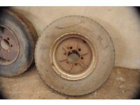 HR 22.5 Wheels & tyres