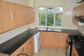 4 BEDROOMS - 2 BATHROOMS - SEPERATE LOUNGE E14 CANARY WHARF !!