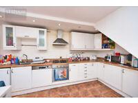 Breathtaking 3 bed House with Private Garden - Beckton, E16