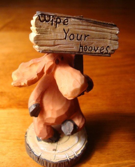 Faux Wood Carved MOOSE Figurine WIPE YOUR HOOVES LODGE SIGN Cabin Home Decor