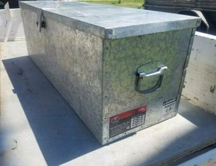 LARGE GALVANISED TOOLBOX GREAT SIZE FOR UTE OR TOOL SHED STORAGE