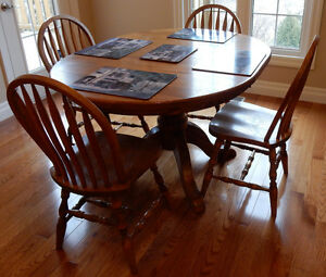 Solid Oak Kitchen Table with 6 Bentwood Chairs