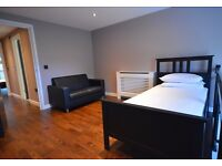 STUNNING BACHELOR PAD FOR CITY HIGH FLYER EXCELLENT TRANSPORT LINKS AVAILABLE NOW