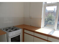 4 bedroom flat pn Elm Grove, Southsea available 1st September to students or working professionals