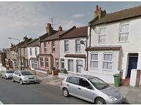 INC BILLS - Modern 1 bedroom flat on Waverley Crescent, Woolwich, SE18 7QT