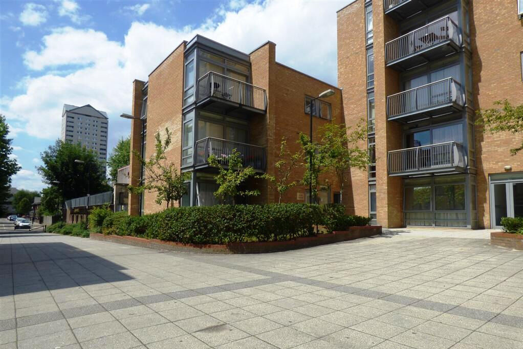 TWO BEDROOM APARTMENT AVAILABLE TO RENT IN CANARY CENTRAL DEVELOPMENT