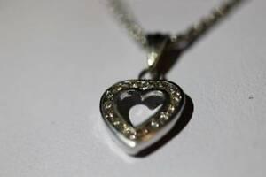 ~ JEWELLERY ~ White Gold 16x Diamonds Heart Pendant & Necklace St Kilda East Glen Eira Area Preview
