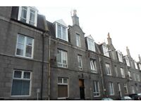 To Let - 1 bedroomed fully furnished top floor flat close to the city centre. 15 Howburn Place