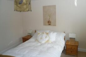 LARGE DOUBLE ROOM TO RENT IN MODERN HOUSE £110 PER WEEK.
