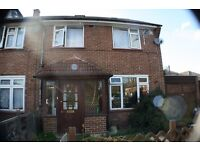 5 Bed 3 Bath - Perfect location - tv's in every room - seperate kitchen & 2 reception areas - Garden