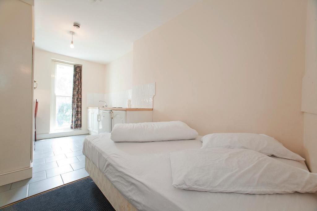 Double studio apartment in Swiss Cottage/Belsize Park (long and short lets - bills included)