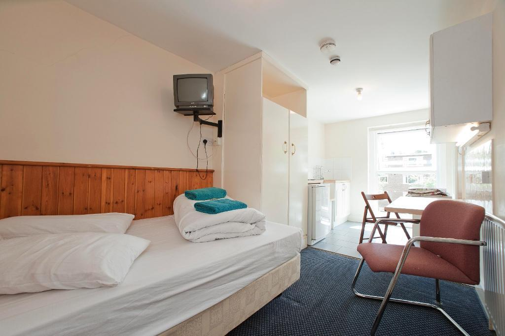 Serviced Studio apartment in Swiss Cottage for 3 ppl (long and short lets - all bills included)
