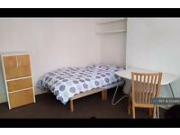 1 bedroom in Headingley Avenue, Leeds, LS6 (1 bed)