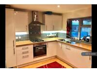 2 bedroom house in Eastcote Avenue, West Molesey, KT8 (2 bed)