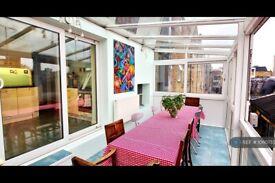 2 bedroom flat in Camden High Street, London, NW1 (2 bed) (#1060755)