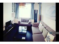 3 bedroom flat in Brady House, London, SW8 (3 bed) (#925016)
