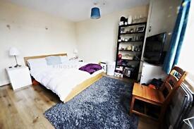 4 bedroom flat in Longrey Road, Tooting Broadway