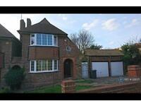 3 bedroom house in Christian Fields, London , SW16 (3 bed)