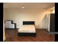 1 bedroom flat in Prince Regent Road, London, TW3 (1 bed)