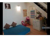 1 bedroom house in Feltham, Feltham, TW13 (1 bed)