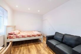 To Let studio flat located in Hendon NW4 4SH