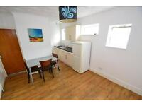 3 bedroom flat in Whitchurch Road, Heath, Cardiff