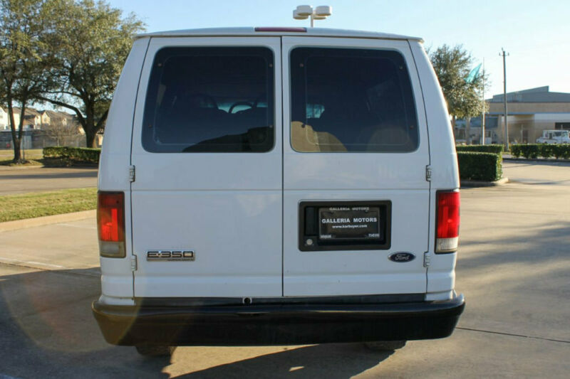 Image 7 Voiture Américaine d'occasion Ford E-Series Van 2008