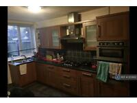 3 bedroom house in Dowdeswell Close, London, SW15 (3 bed)