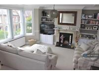 3 bedroom flat in Broomwood Road, London, SW11 (3 bed)