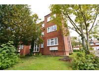 2 bedroom flat in Squirrels Close, Woodside Avenue, Woodside Park, N12